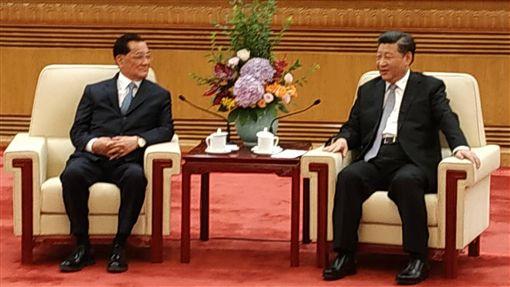 連戰與習近平會面中國國家主席習近平(右)13日上午於北京人民大會堂會見前中國國民黨主席連戰(左)。中央社記者繆宗翰北京攝 107年7月13日