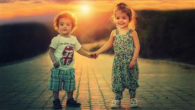 16:9 兄妹 姐弟 小孩 寶寶 男女 天真 圖/翻攝自pixabay https://pixabay.com/photo-817365/