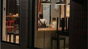 恐龍家長「擔心小孩感冒」要店家關冷氣 害他熱到崩潰! 圖/翻攝臉書