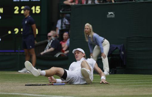安德森接發球時跌倒。(圖/美聯社/達志影像)