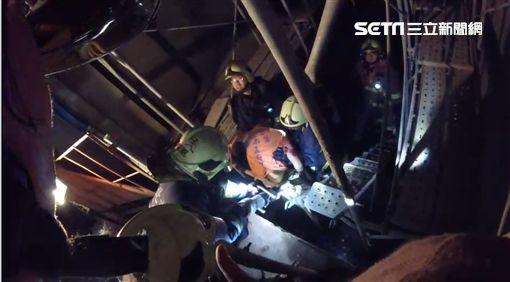 新莊工人摔電梯井 鋼筋穿體大出血!無生命跡象搶救中圖/翻攝畫面