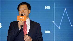 小米股價飆漲 雷軍排名中國富豪榜第6中國大陸手機商小米集團9日在香港上市後,股價連日飆漲,港媒報導,其創辦人雷軍的身家因此暴漲,現已排名中國富豪榜第6位。(取自中新社)中央社 107年7月14日