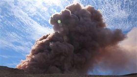 夏威夷奇勞亞(Kilauea)火山噴發引發地震(圖/翻攝自推特)