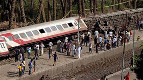 埃及開羅一列火車發生脫軌意外釀55傷(圖/翻攝自推特)