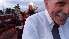 求婚,手機,自拍,拍攝,模式,下跪,美國,加州,John Hart,Jayce Flauding, 圖/翻攝自YouTube https://goo.gl/83YGW3