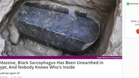 埃及,亞歷山卓,石棺,破壞,盜墓 https://www.sciencealert.com/huge-mystery-sarcophagus-unearthed-in-egypt-alexandria
