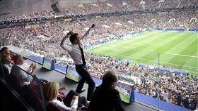 法國總統馬克宏(Emmanuel Macron)成為場邊焦點。(圖/路透社/達志影像)