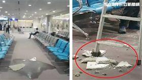 桃園機場又漏水了!今(16)日凌晨桃機第二航廈D7候機室的天花板突然漏水,宛如小型瀑布。沒想到不久後,天花板竟整片掉下來,嚇壞在場的旅客,所幸這起意外沒有旅客受傷。(圖/翻攝畫面)