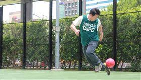 民進黨台北市長參選人姚文智宣示,上任後全力推廣幼兒足球。(圖/翻攝姚文智臉書)