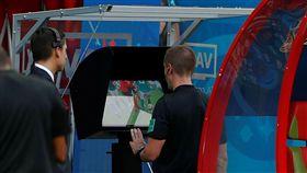 VAR影像助理裁判在本屆世界盃啟用。(圖/路透社/達志影像)