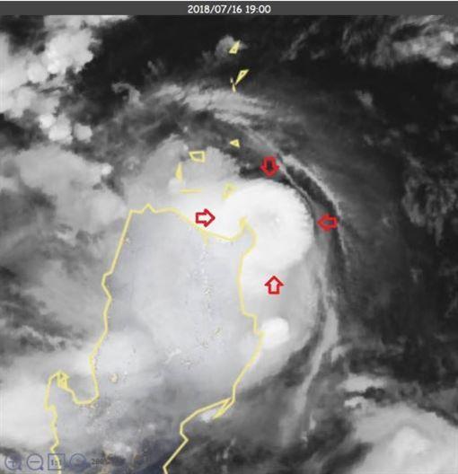 ▲「迷你颱風」特徵出現  留意強風大雨。(圖/翻攝自鄭明典臉書)