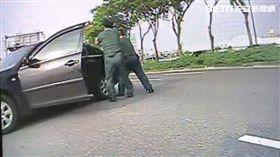 彰化恐怖情人蕭男遭警方圍捕/翻攝畫面