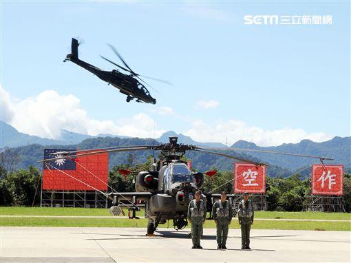 AH-64E阿帕契攻擊直升機「全作戰能力」成軍典禮。(記者邱榮吉/龍潭拍攝)
