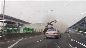 國道,挖土機,聯結車,怪手,飛天巨獸,台北市/翻攝臉書國道公路警察局