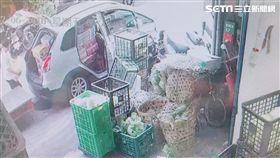 陳女分四次搬走197箱水果後就失聯,店家憤而怒告詐欺(翻攝畫面)