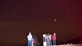 阿里山天文生態體驗營 6月將登場嘉義林管處攜手嘉義市天文協會,6月將在阿里山國家森林遊樂區舉辦「行星季」天文生態體驗營,邀民眾體驗觀星,認識天文知識。(林管處提供)中央社記者江俊亮傳真 107年5月14日