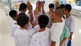 ▲泰洞穴少年今(18)日出院,盼回歸正常生活。(圖/翻攝自泰國網臉書網站)