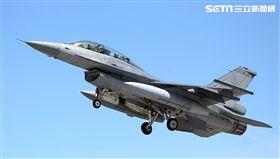 蔣惠宇駕駛的F16戰機。(記者邱榮吉/台東拍攝)