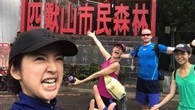 Janet跟林依晨去爬山。(翻攝臉書)