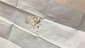 ▲男子在褲子口袋發現已成碎紙的彩券(圖/翻攝自澎湃新聞)