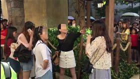 彪悍三女圍剿女遊客,不止打人還人身攻擊。(圖/翻攝微博)
