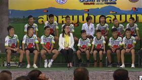 泰國足球隊少年、洞穴、睡美人洞、出院,圖/翻攝自AP影音