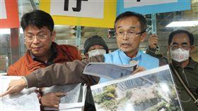 為環保而戰  牛埔里長陳永和將選台南市長長期反對在台南市龍崎區設置事業廢棄物綜合處理中心的台南市龍崎區牛埔里長陳永和(前右),計畫參選市長,他表示,希望給鄉親多一個選擇,也讓台南多一個機會。(資料照片)中央社記者楊思瑞攝  107年7月19日