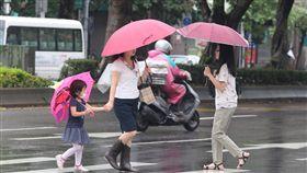 颱風瑪莉亞快閃 北市風雨趨緩颱風瑪莉亞快閃,台北市11日正常上班上課,上午風雨逐漸趨緩。中央社記者徐肇昌攝 107年7月11日