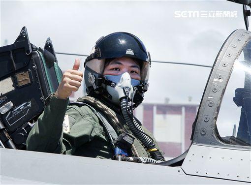 IDF戰機女飛官范宜鈴。(記者邱榮吉/台東拍攝)