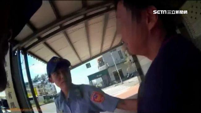 男酒駕闖紅燈被抓 竟向警下跪求饒