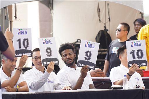 貝爾擔任灌籃大賽評審。(圖/主辦單位提供)