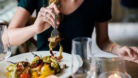 -吃飯-午餐-晚餐-吃-食物-▲圖/攝影者Hamza Butt, flickr CC License(https://www.flickr.com/photos/149902454@N08/35528526306/)