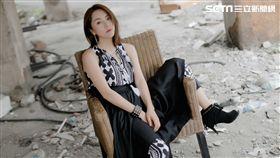 新瑤當年考進歌舞團就是靠演唱偶像李玟的《真情人》。(圖/東聲唱片提供)