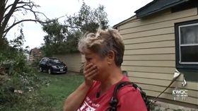 家遭龍捲風吹爛 她重逢愛貓瞬間爆哭  美國,愛荷華州,馬紹爾鎮,龍捲風,貓,Cara Jackson,倖存 http://www.kwqc.com/content/news/Tornado-survivor-reunited-with-pet-cat-Daisy-488776111.html