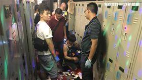 北市警方突襲西門町光馬三溫暖,當場查獲搖頭丸、安非他命等毒品,20多名全裸的男同志全數被帶回驗尿(翻攝畫面)