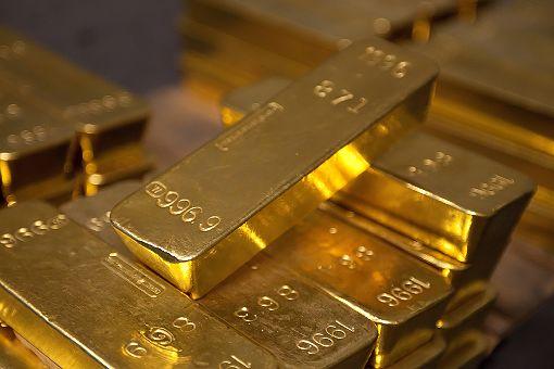 紐約聯邦準備銀行存放大量黃金紐約聯邦準備銀行金庫存有約50萬根金條,總重6200噸,現值2400億至2600億美元。每根金條重28磅,上面刻有序號、重量和純度。(紐約聯邦準備銀行提供)中央社記者尹俊傑紐約傳真  107年7月22日