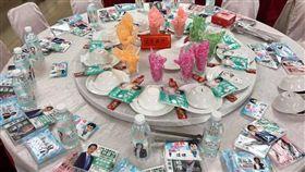選戰激烈開打!餐廳這桌「超澎湃」,競選面紙 圖/翻攝自爆廢公社
