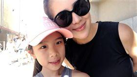 小禎(胡盈禎)跟女兒Emma去美國度假。(翻攝臉書)