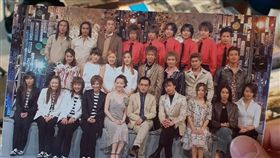 2001年時香港TVBS-G與日本富士電視台合作製播《Asia Super Live》節目,由黃子佼跟曾寶儀、徐若瑄和東山紀之一同主持,邀請了當時港台跟日韓超夯的27位歌手同台演出,包括莫文蔚、梁詠琪、蔡依林、陳小春、動力火車以及南韓女團始祖SES、傑尼斯的東京小子跟V6。 (翻攝黃子佼臉書)