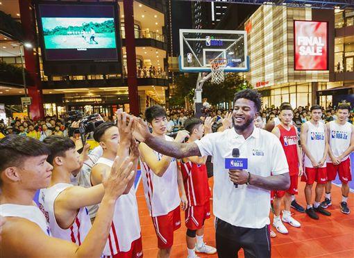 ▲菁英女子組台北市立大學拿下冠軍後全隊手牽手高聲歡呼。(圖/主辦單位提供)