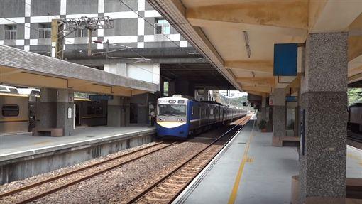 台鐵區間車,EMC738,電車,火車,軌道,鐵軌,月台,圖/翻攝自臺灣鐵道YouTube