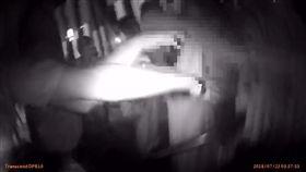 台北,錢櫃,殺人未遂,傷害,彈簧刀。翻攝畫面