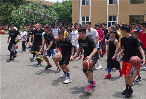 林書豪也討教球技 美街頭籃球教授到雲林