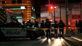 加拿大多倫多發生一起槍擊案,一名槍手在河谷區(Riverdale)希臘城一間餐廳開火亂射,造成9人受傷送醫。據了解,該名槍手攻擊後就飲彈身亡。(圖/路透社/達志影像)