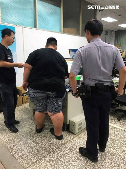 高雄,湖內警分局,亞洲第一胖,手銬,腳鐐,戒具