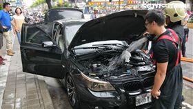 BMW,起火,車主,撲滅,停車格,降溫,三重