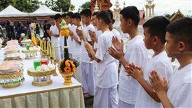 ▲泰國洞穴少年剃度出家 (圖/翻攝自泰國網臉書)