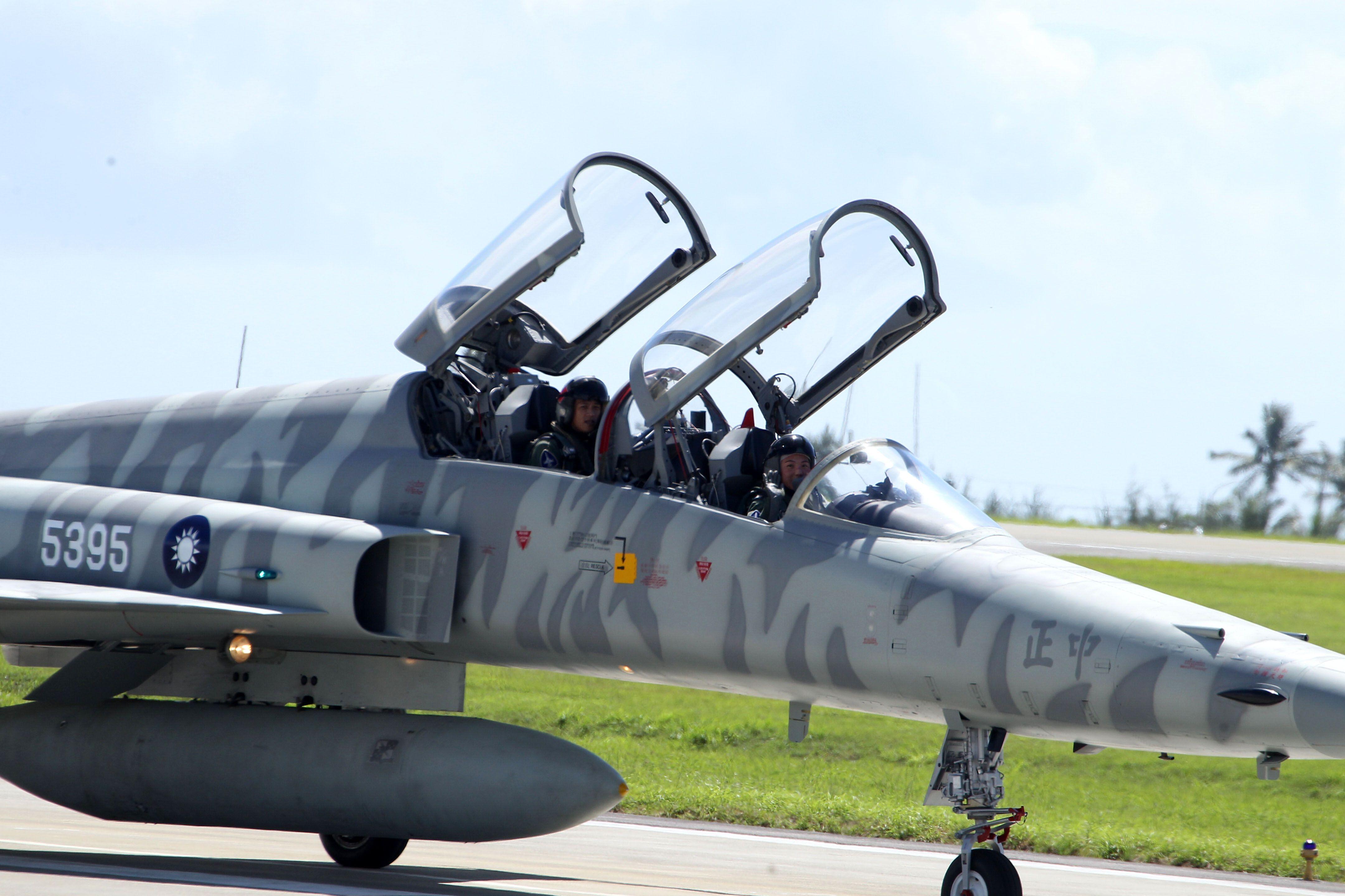 F5戰機女飛官郭馨儀。(記者邱榮吉/台東拍攝)