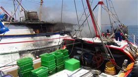 澎湖,漁船,再興旺,海巡隊,馳援,火燒船(圖/翻攝畫面)