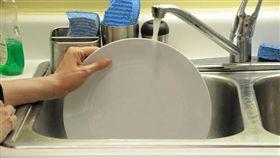 洗碗-Flickr-peapod labs-https://www.flickr.com/photos/peapodlabs/6963930514